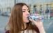 Det meste flaskevand indeholder mikroplastik